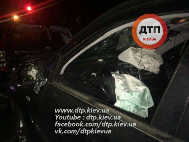 Масштабна ДТП під Києвом: п'яний водій протаранив чотири авто