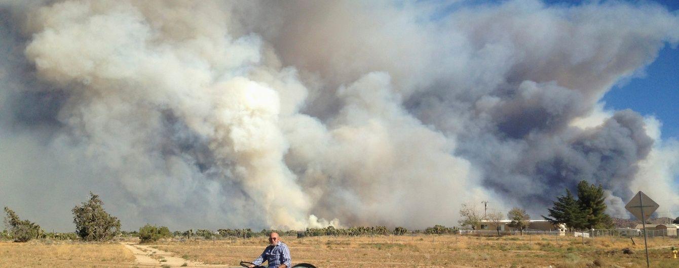 В Калифорнии крупный пожар выгнала из дома полтысячи людей