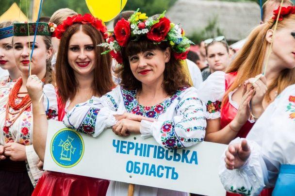 """Сорочинський ярмарок: пристрасні обійми Дяка з Солохою та """"лайк"""" від Гоголя"""