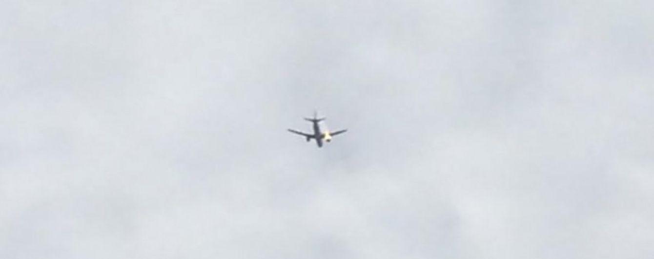 У Стамбулі літак здійснив екстрену посадку через охоплений полум'ям двигун