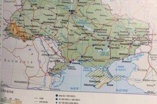 Французьке видавництво після скандалу позначило Крим анексованою територією РФ