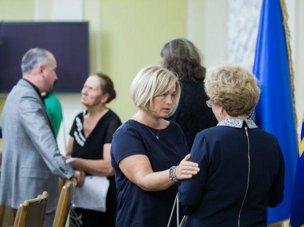 Порошенко зустрівся з родинами українців, що знаходяться в полоні бойовиків