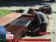 В Івано-Франківську студенти звичайну лавку переробили на вуличну зарядку для гаджетів