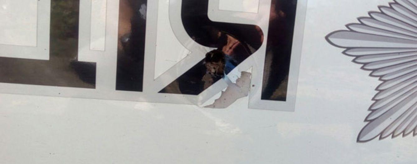 У Миколаєві невідомий жбурнув гранату під автомобіль поліцейських