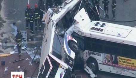 В США столкнулись два автобуса, один человек погиб