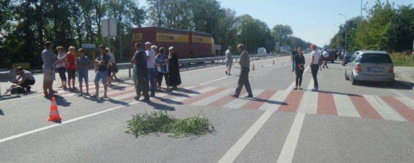 Селяни готуються перекривати трасу Київ-Чоп після загибелі дитини в ДТП