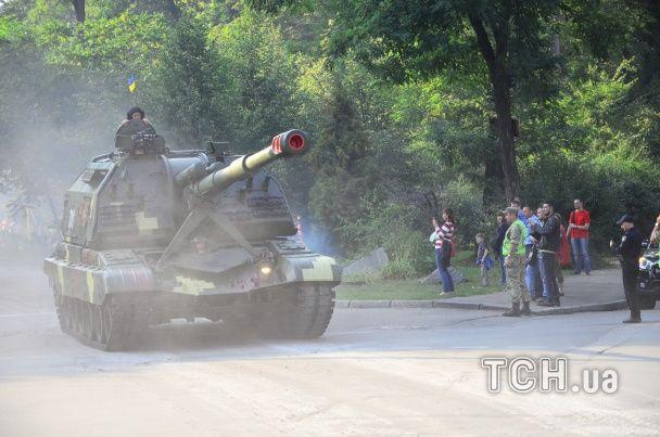 Перекриті вулиці та шоковані кияни: на репетицію параду столицею пройшла військова техніка