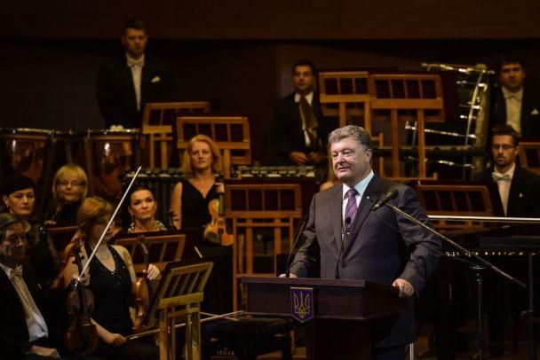 Порошенко у Харкові відкрив органний зал, у якому не встигли налаштувати орган