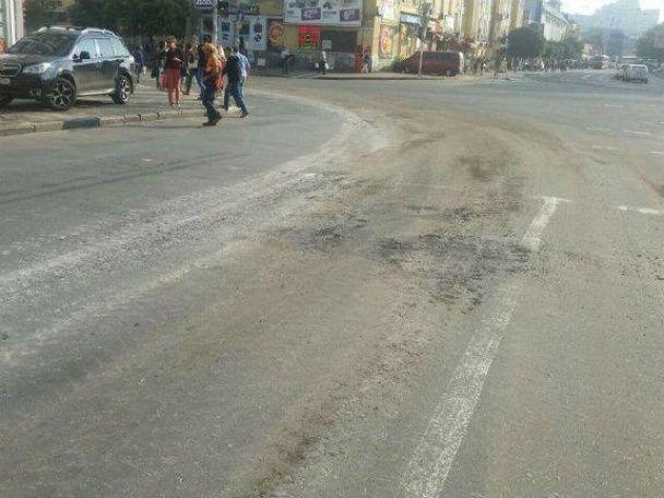 Танки на репетиціях параду до Дня Незалежності зруйнували дороги у Києві