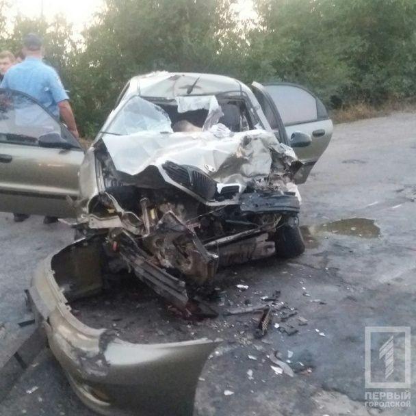 Смертельна ДТП під Кривим Рогом: Lanos зіткнувся із вантажівкою, яка зникла з місця аварії