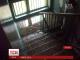Від дощу в будинку мешканці багатоповерхівки у Чернігові рятувались відрами та парасольками