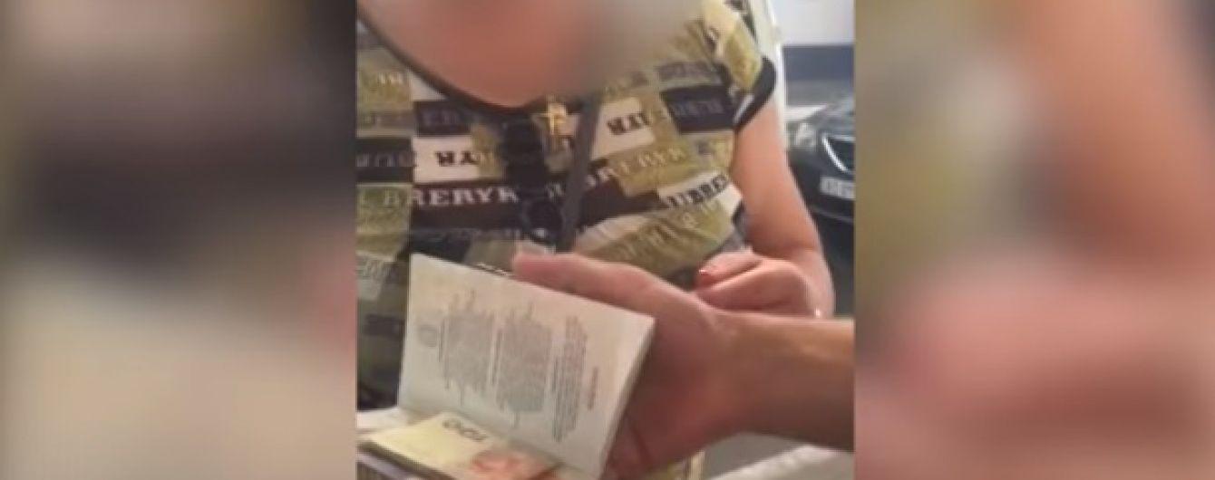 На Закарпатті жінка за 300 гривень хотіла проскочити кордон без черги