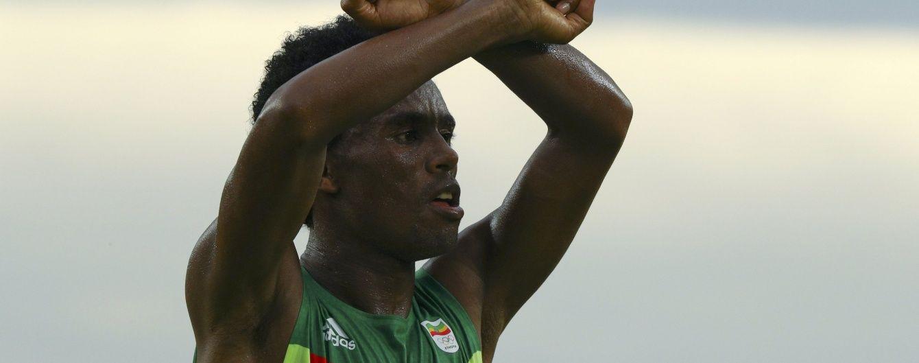 ЗМІ в захваті від ефіопського бігуна, що відкрито виступив проти свого уряду в Ріо