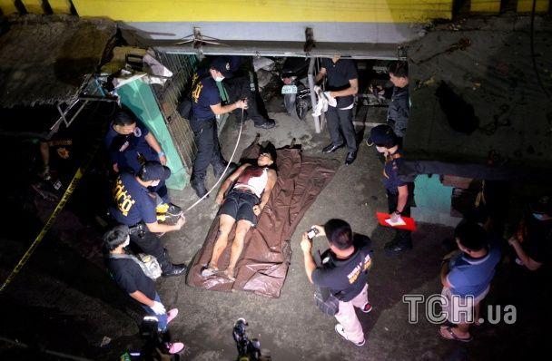 """На Філіппінах вбили близько двох тисяч людей у """"війні"""" з наркотиками"""
