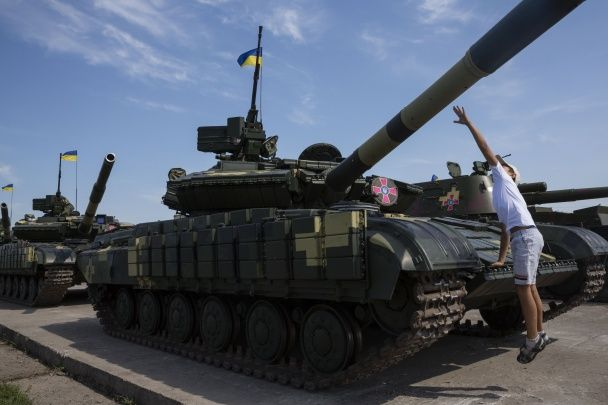 Танки, БМП та винищувачі. ЗСУ передали понад 140 одиниць бойової техніки