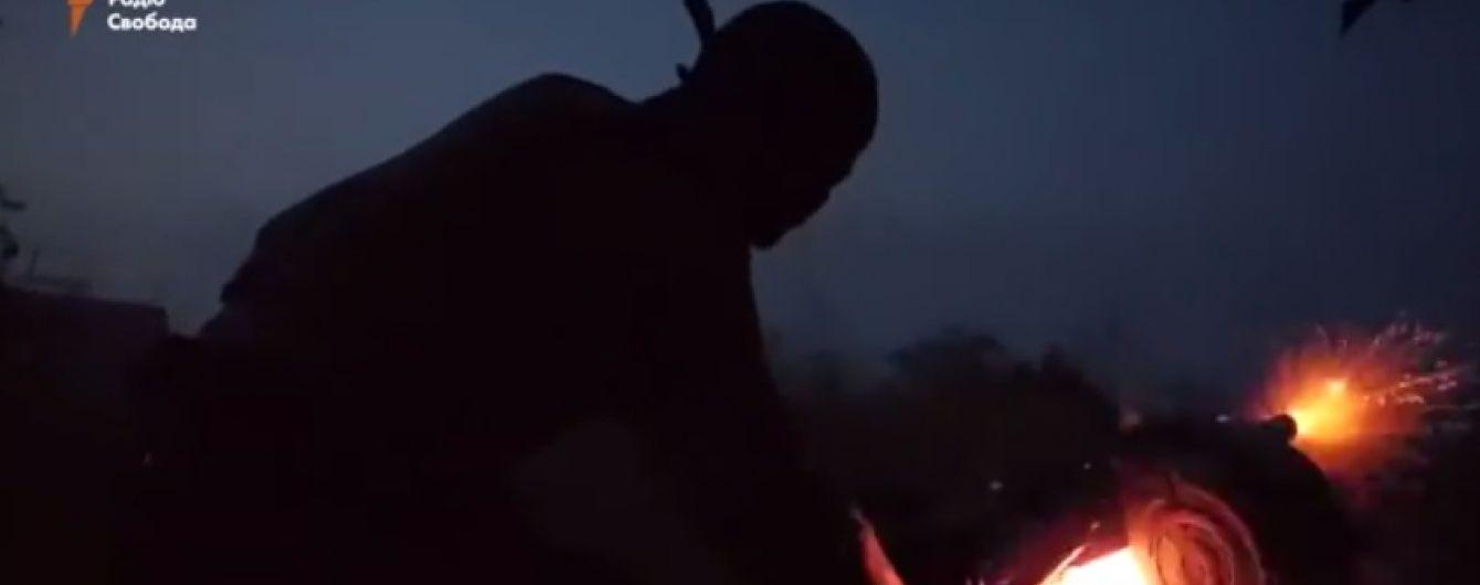 У Мережі з'явилося відео нічної перестрілки військових з бойовиками у Широкиному