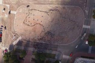 Біда не зламала, біда об'єднала. У Чернігові живою картою України вшанували пам'ять воїнів АТО