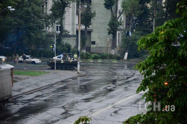 У Києві перекрили центральні вулиці - військова техніка завчасно їде на парад