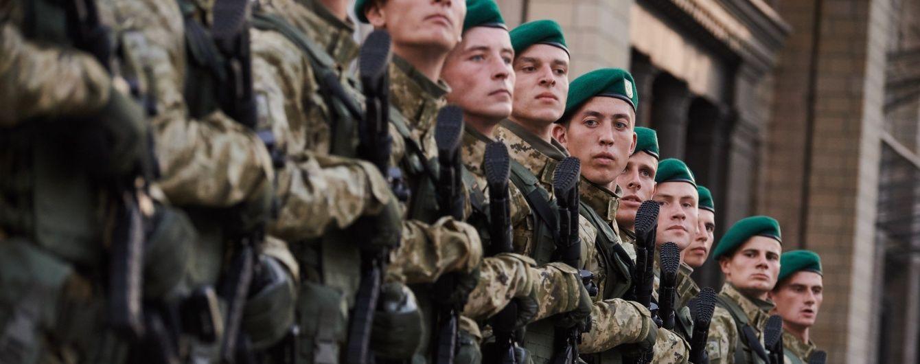 Порошенко відмітив значний прогрес у обороноздатності та пообіцяв гроші на нове озброєння
