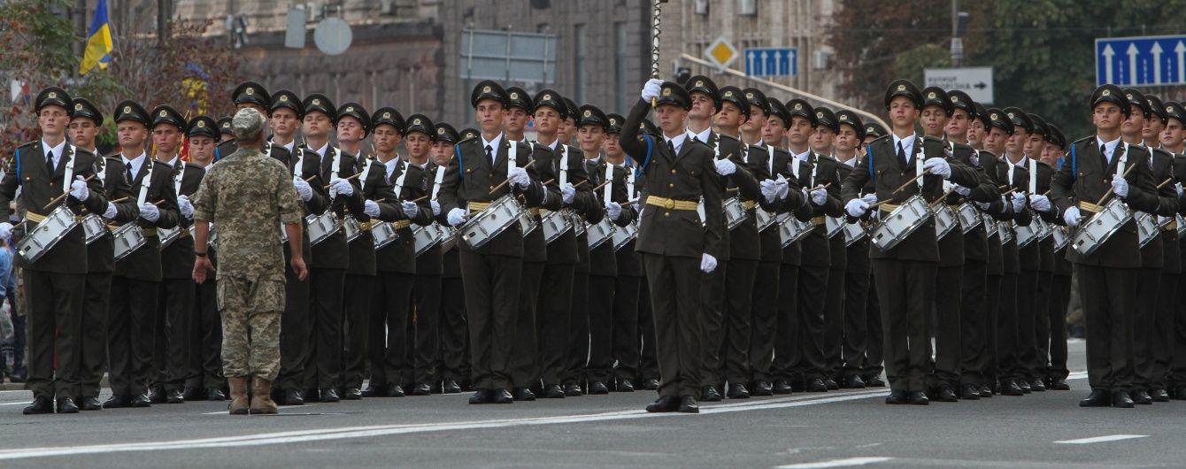 """Полторак об'їхав парад на Хаммері, а марш бронемашин відкриють українські """"Булати"""""""