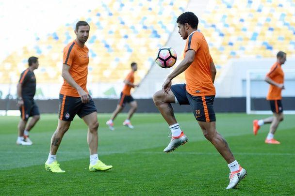 """Акцент на стандарти. """"Шахтар"""" провів заключне тренування перед вирішальним матчем Ліги Європи"""
