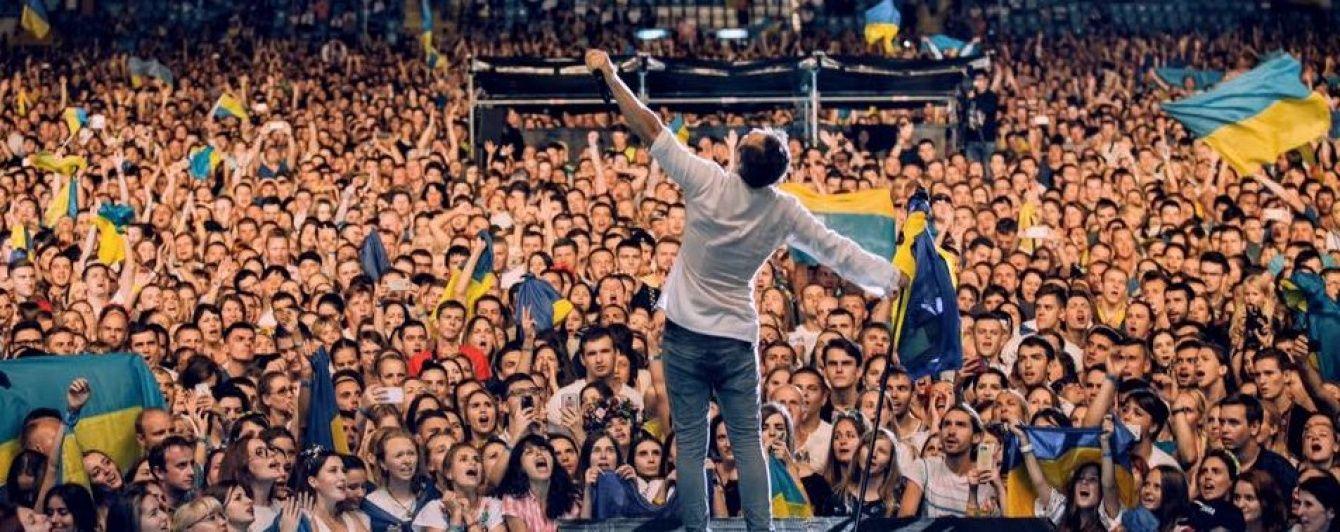 """В Одесі під час концерту """"Океану Ельзи"""" заповнений стадіон влаштував чарівний флешмоб із кульками"""