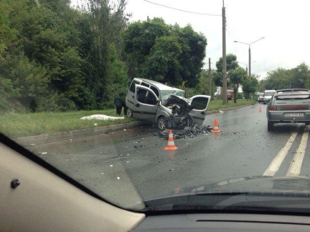 У Харкові п'яний водій легковика Renault лоб у лоб протаранив Fiat Doblo, є загиблі