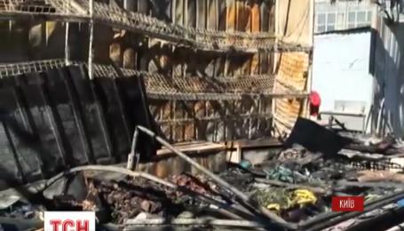 Полсотни спасателей пытались потушить пожар на Демеевском рынке