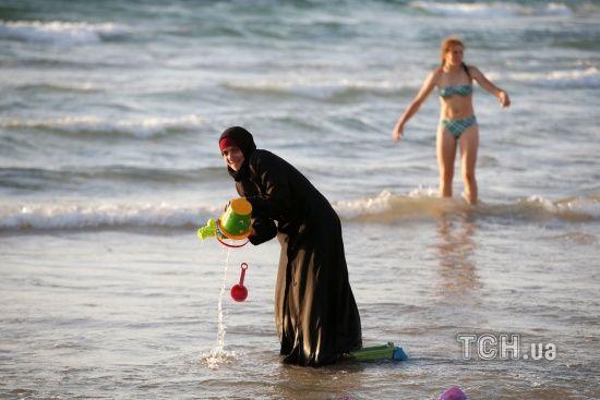 У Німеччині суд заборонив учительці носити на роботі мусульманську хустку