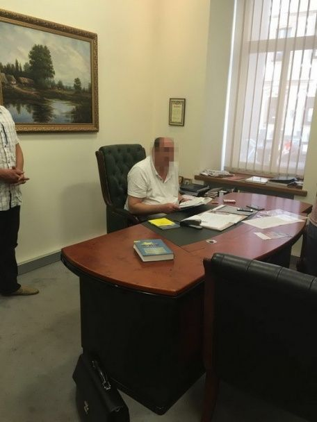 Виконувача обов'язків ректора НАУ затримали на величезному хабарі