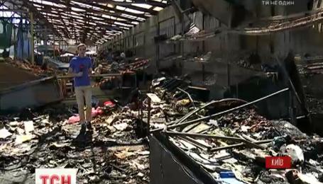 Ночью в Киеве горел Демеевский рынок: товара сгорело на сотни тысяч гривен