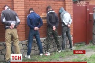 Під Києвом група озброєних чоловіків пограбувала завод