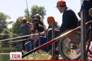 Військові допомогли киянам на візочках провести незвичний чемпіонат