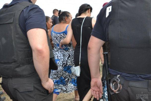 Через вбивство дівчинки на Одещині селяни ледве не влаштували самосуд та розгромили хати ромів