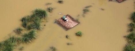 Велика вода: потужна повінь забрала життя понад сотні осіб в Індії