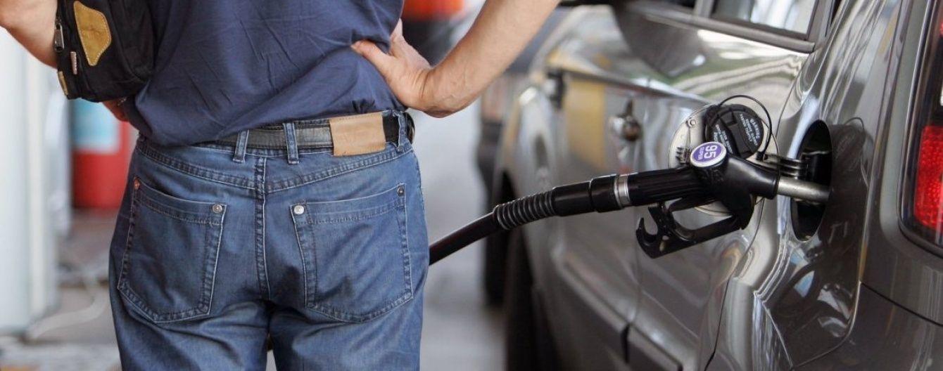 Скільки коштує заправити авто на АЗС. Середні ціни на 20 червня