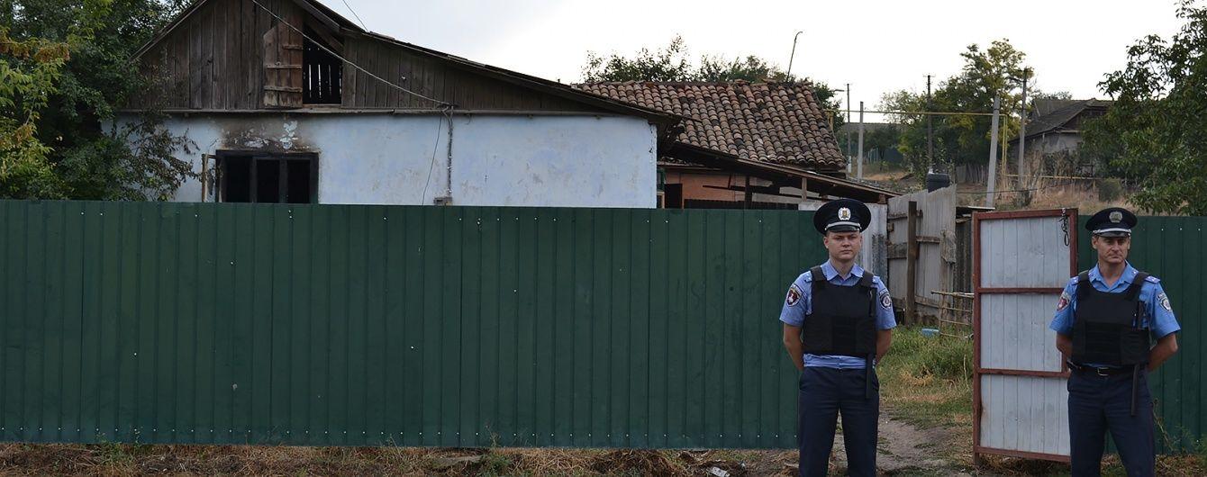 На Одещині під посиленою охороною поховали дівчинку, смерть якої спровокувала бунт