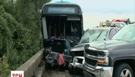 В США в аварію потрапив автобус із добровольцями, що їхали на поміч постраждалим від повені