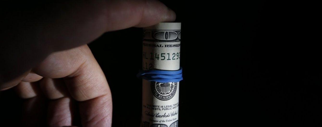 """Долар і євро знову """"познущалися"""" над гривнею в курсах Нацбанку на 7 вересня. Інфографіка"""