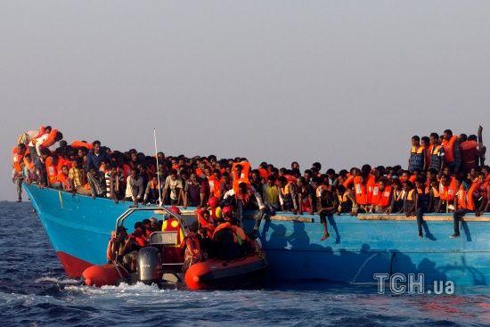 Уряд Італії наказав рятувальним кораблям не допомагати біженцям у морі