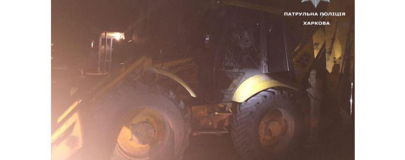 Невгамовний ревнивець на тракторі намагався заїхати на балкон дружини