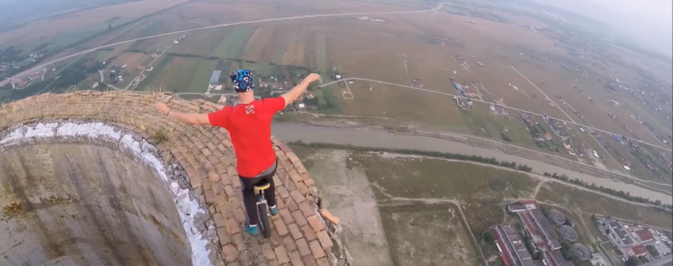 Екстремал шокував відео з акробатичними трюками на висоті 250 метрів без страхування