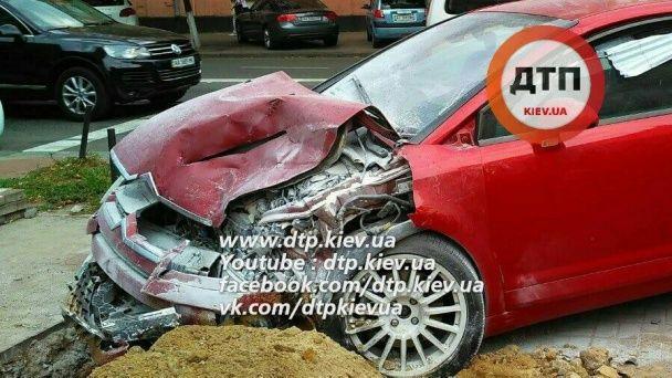 У Києві дві іномарки розтрощили одна одну