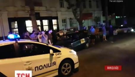 В МВС пообіцяли звільнити миколаївських копів, які не втрутилися у вуличну бійку