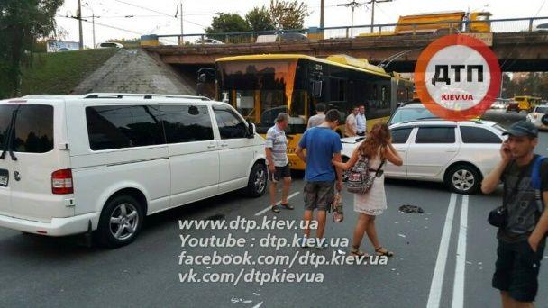 У Києві у масштабній ДТП за участю поліцейських постраждали діти