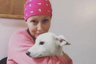 Онкохвора Догерті у хустинці показала процес боротьби із раком