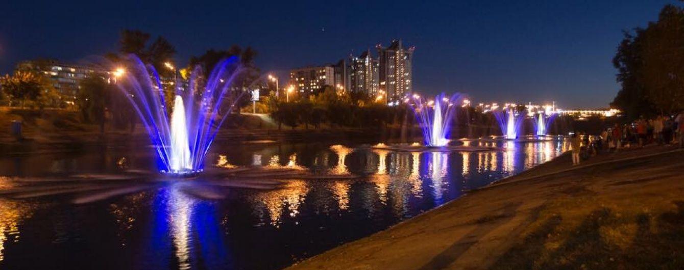 Кличко пообіцяв наступної весни запустити усі 12 фонтанів на Русанівському каналі