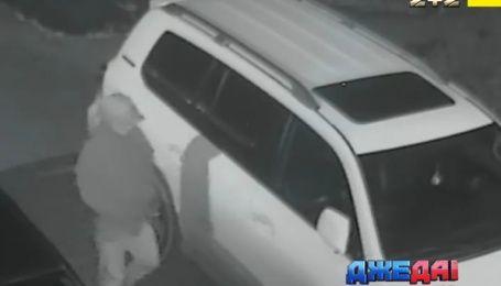 Полиция схватила с поличным сразу две банды угонщиков элитных автомобилей