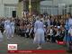 В Україні кілька шкіл відмовились від першовересневих букетів на користь благочинності
