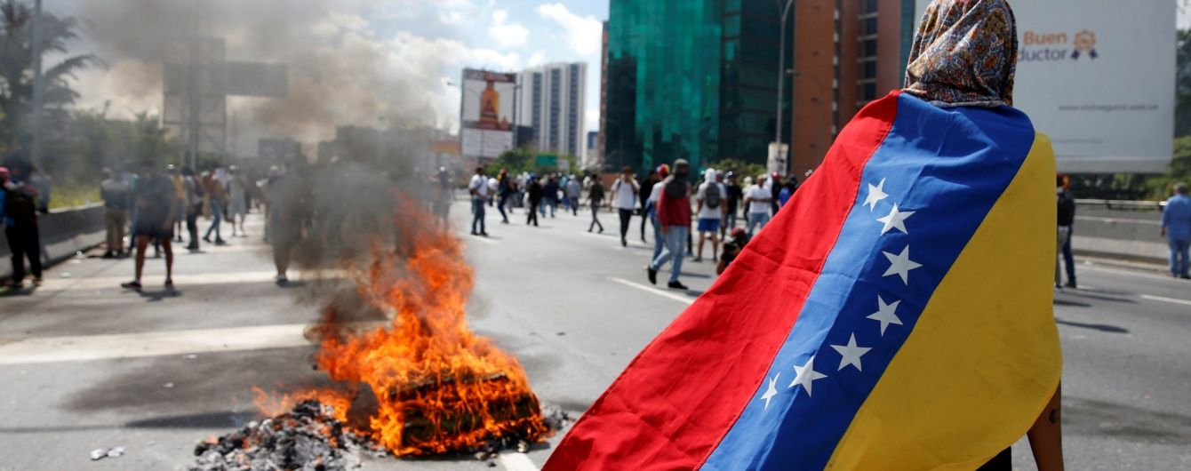У голодній Венесуелі готують референдум за імпічмент президента